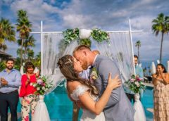 How to use a digital usher service for an online wedding party